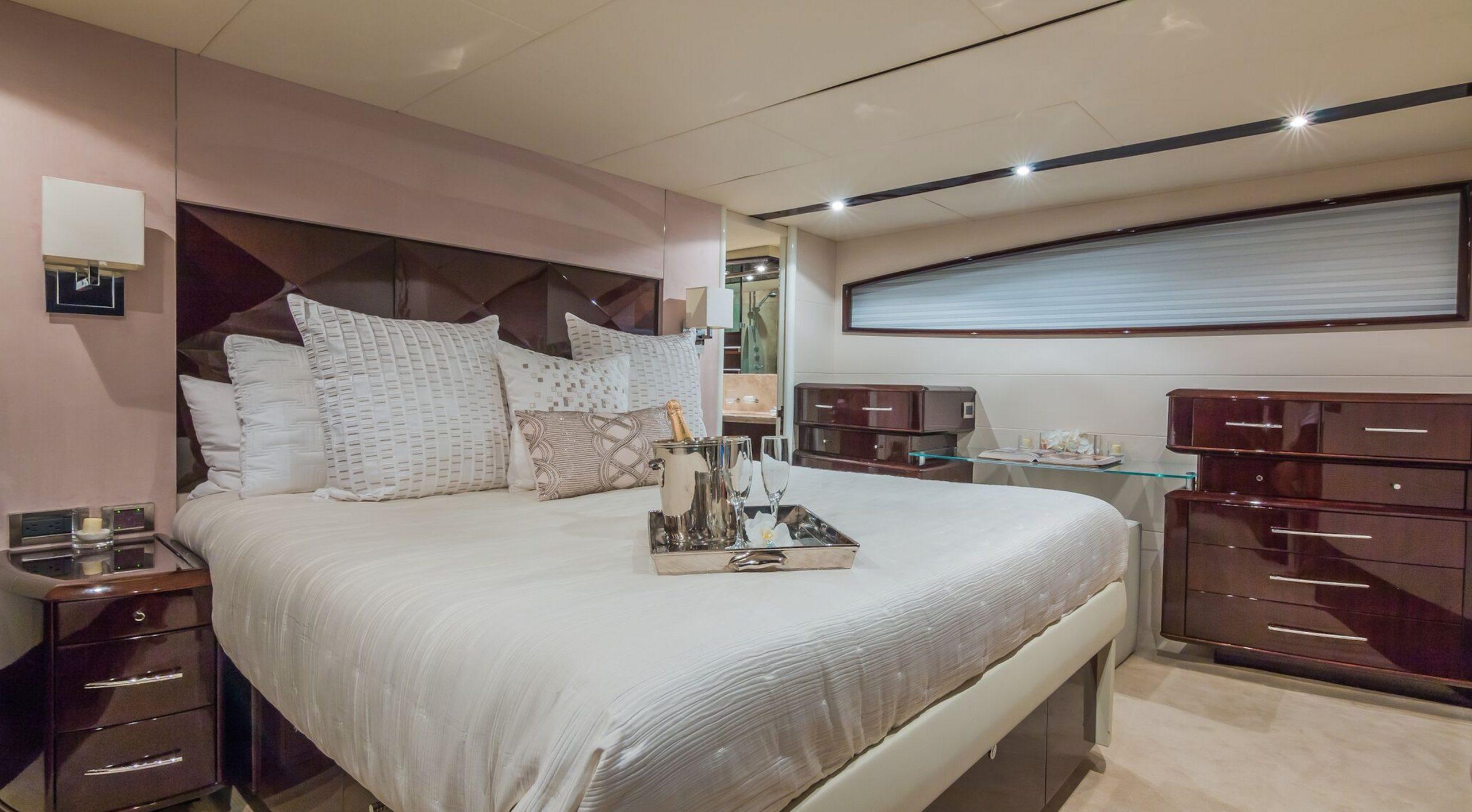 75′ Lazzara Motor Yacht