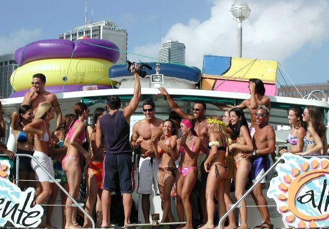 Caliente_tv_show_on_miami_yacht_charter_catamaran-1.jpg