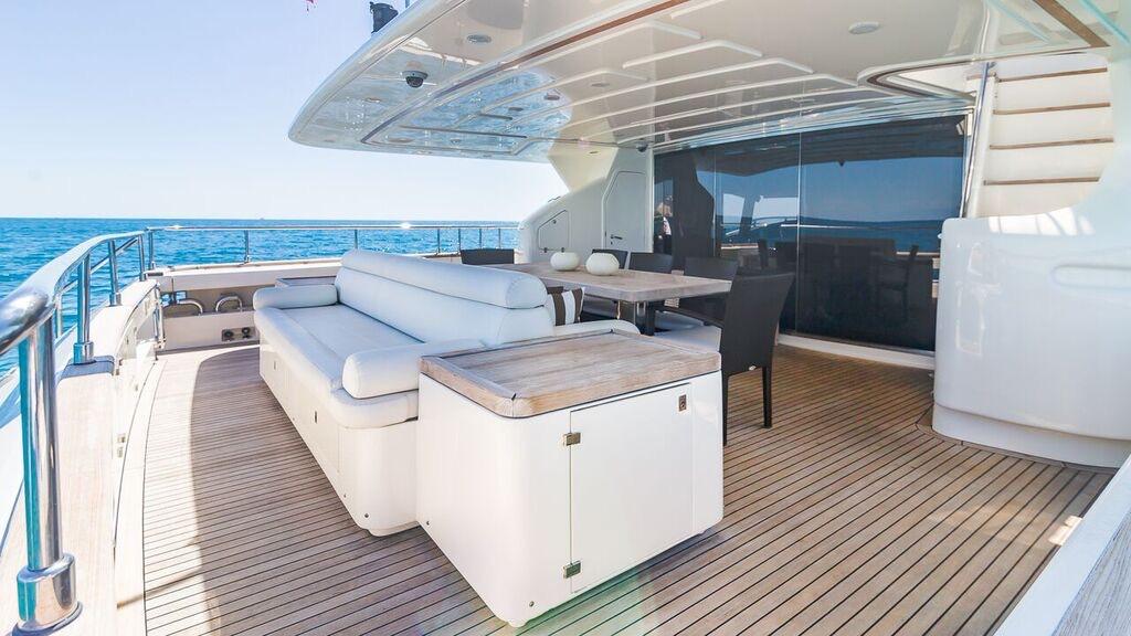 97′ Ferretti Motor Yacht