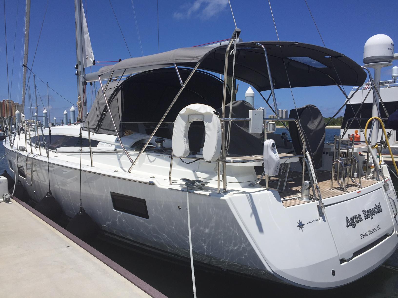 Agua Especial Bareboat Yacht