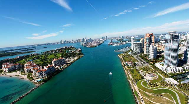 Miami-Yacht-Charters-coming-into-south-beach-1.jpg