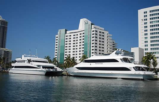 Venetian_Lady_at_Miami_Beach.jpg