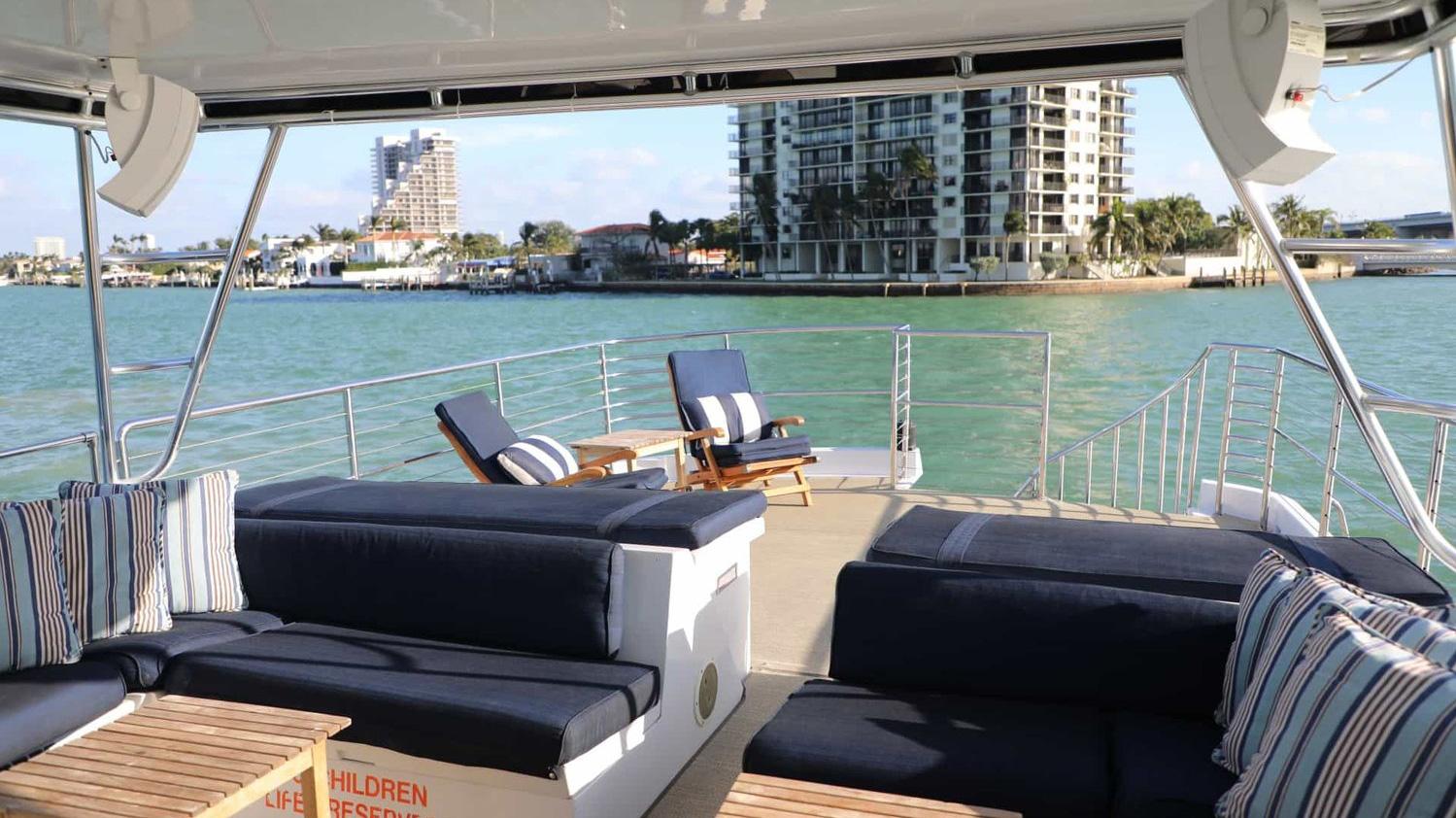 80ft Solstice Luxury Yacht